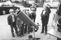 Телескоп установлен на площади