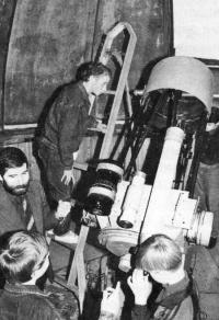У телескопа проходят занятия с детьми